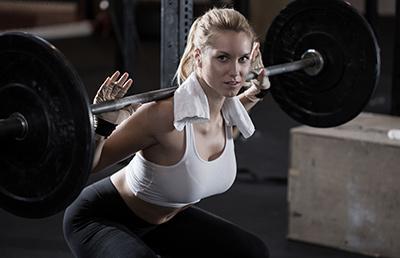 徒手深蹲大腿酸,怎样矫正才能锻炼到臀部?