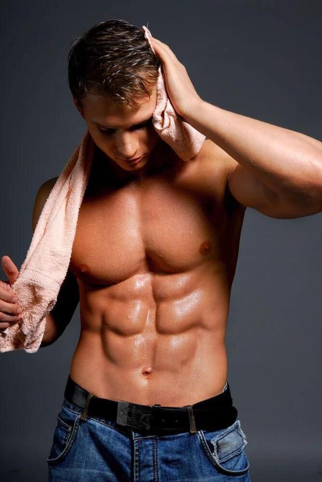 练出八块腹肌要多久 这样做效果事半功倍