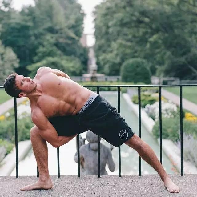 其实脚蹼练起男人来,也足够阳刚!_健网瑜伽视频v脚蹼图片