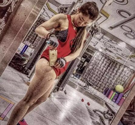 """她说""""我把尊严留在了健身房""""_健网"""