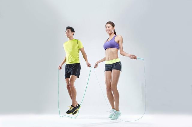 如何利用跳绳练出腹肌?(男女通用)_健网