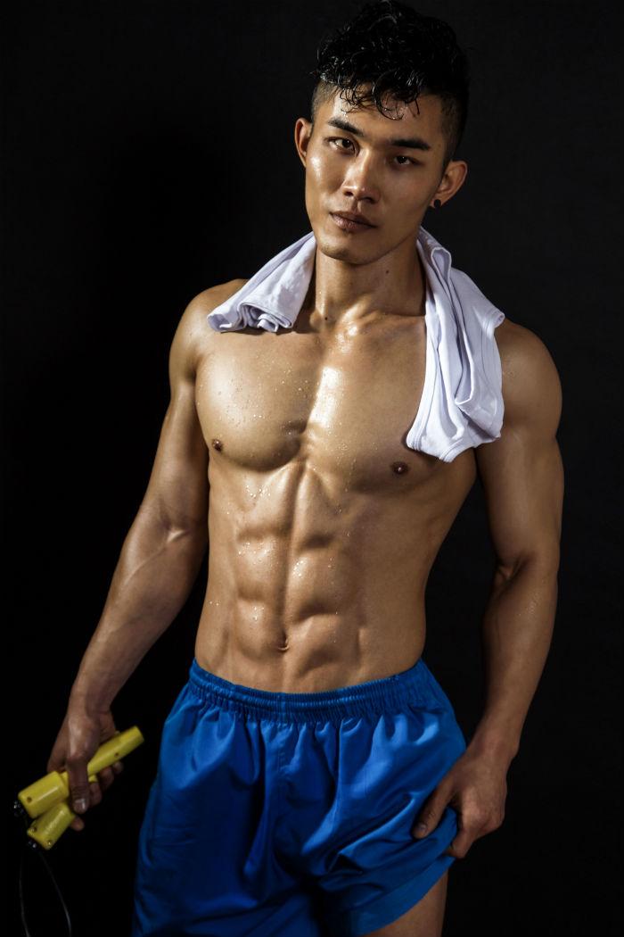 坚持健身八年,脱衣有肉穿衣显瘦,这位帅哥教练堪比明星模特!