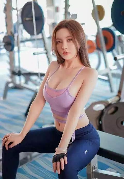 健身房女私教和男会员如此尤物男人又多了一条不回家的理由_健网
