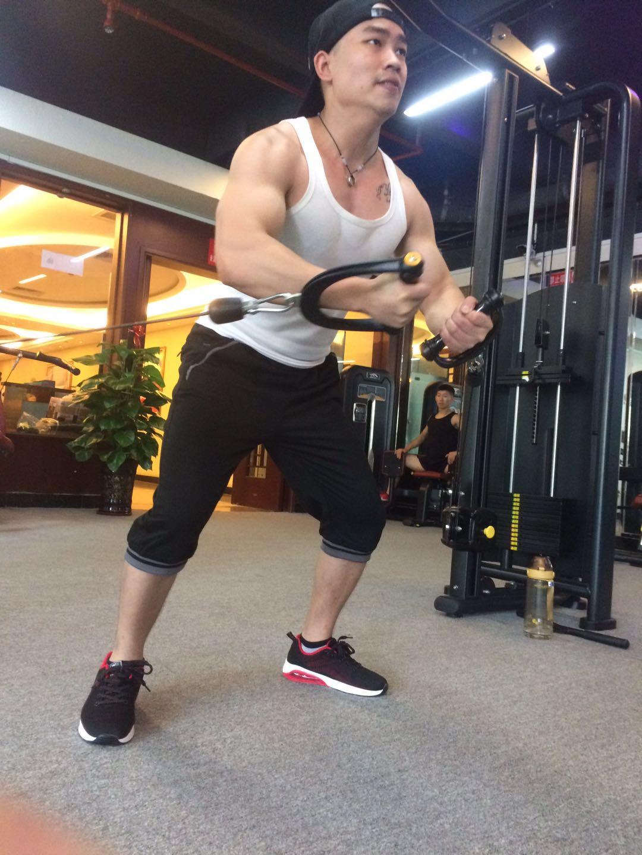戒懒戒撸戒色之后 这位瘦柴坚持健身一年多增重46斤