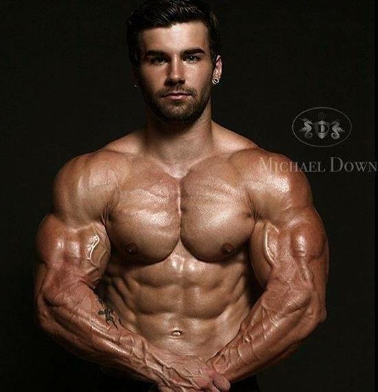 胸肌哑铃锻炼方法图解 从多个角度训练胸肌上中下部位