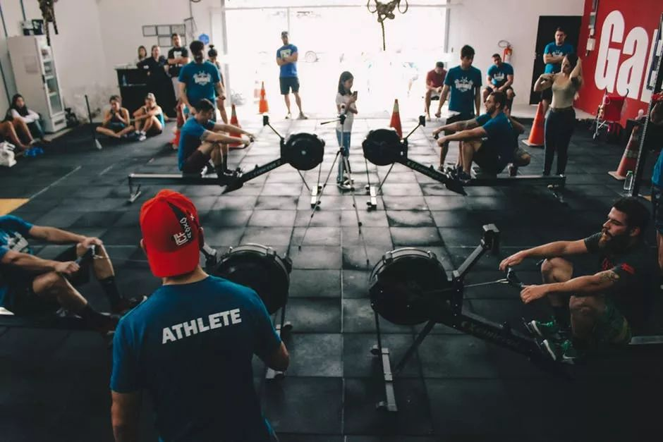 请私人教练和用app健身有什么区别?