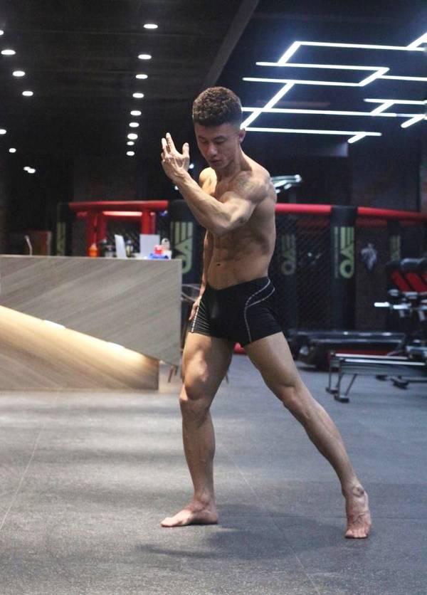 从搏击选手到健身私教,身材如雕刻,这位80后肌肉小哥哥不得了