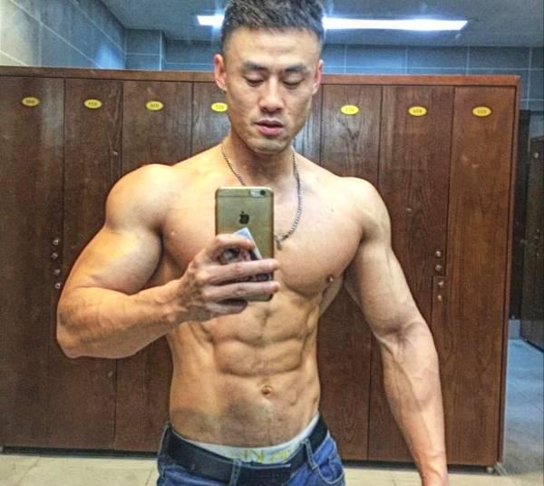 宁波大学肌肉学霸,练就胸肌腹肌人鱼线,夺得健体冠军
