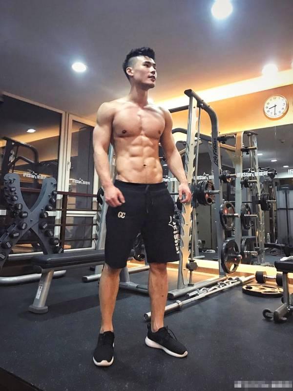 明星健身教练告诉你肌肉男为什么大多都喜欢拍照显摆?_健网