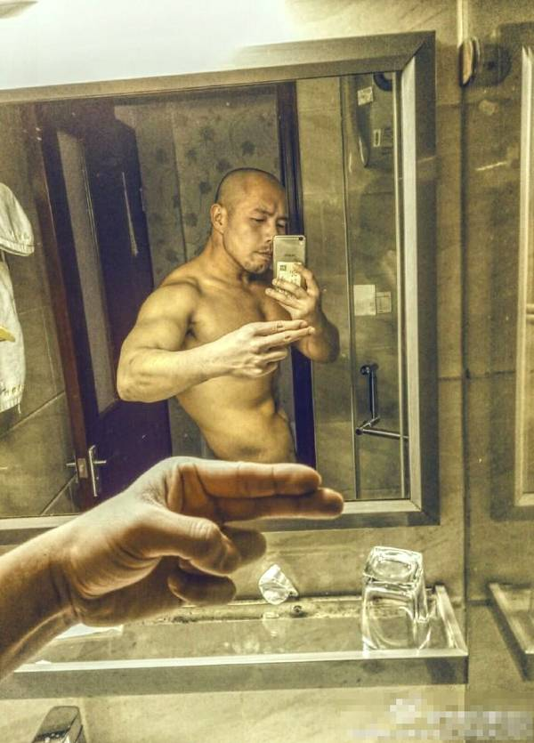 名校毕业的平面模特,他用堪比健美运动员的肌肉做了演员_健网