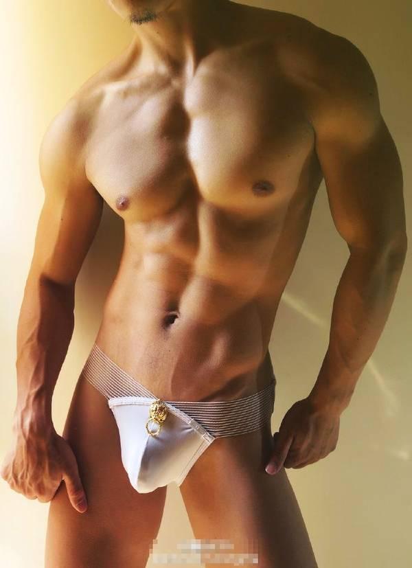 模特圈的大肌霸,肌肉发达,上半身帅气,下半身专一_健网