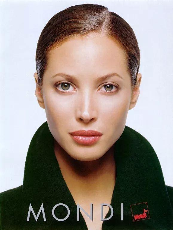 """她被誉为""""1毫米误差都没有的完美脸型"""""""