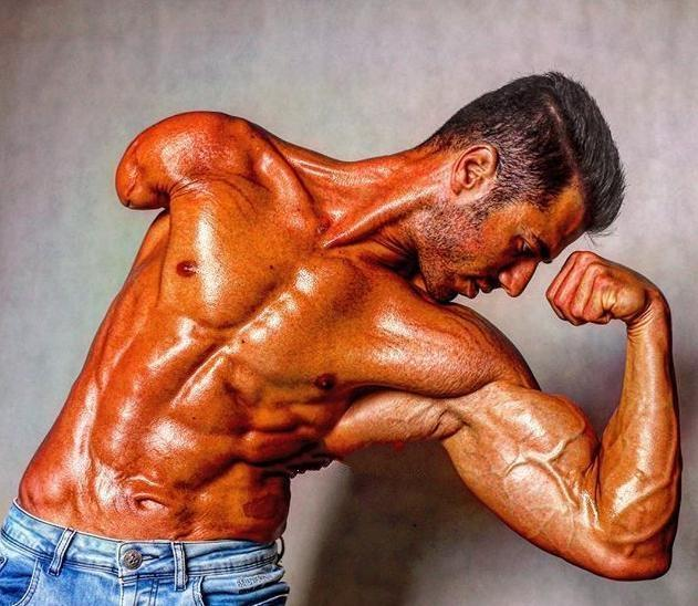 <b>伊朗独臂肌肉男,练出强壮肌肉打健美,真的很励志!_健网</b>