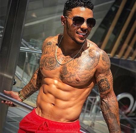 32岁健身肌肉男,8块腹肌如同刀刻,运动能力更是让人佩服