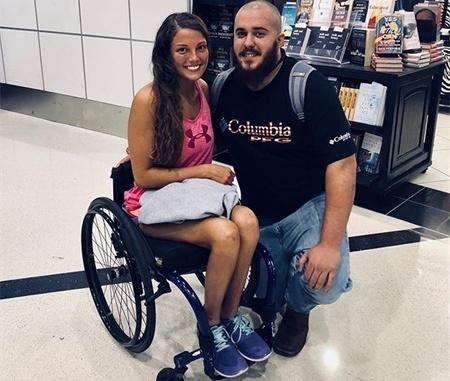 19岁一场意外导致坐上轮椅,即便如此这也没能影响她的健身热情