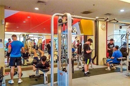 器械破旧无所谓,健身热情不可摧,小伙带你领略他们的健身热情