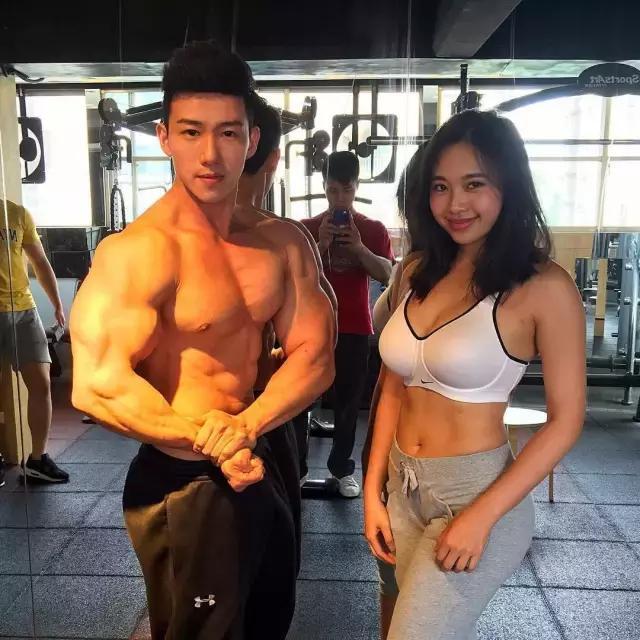 中国健身妹子,2年自己练出欧美身材,让无数人舔屏!