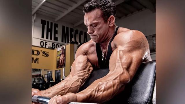 究竟哪里不一样?都是练手臂,你和他的差别那么大!