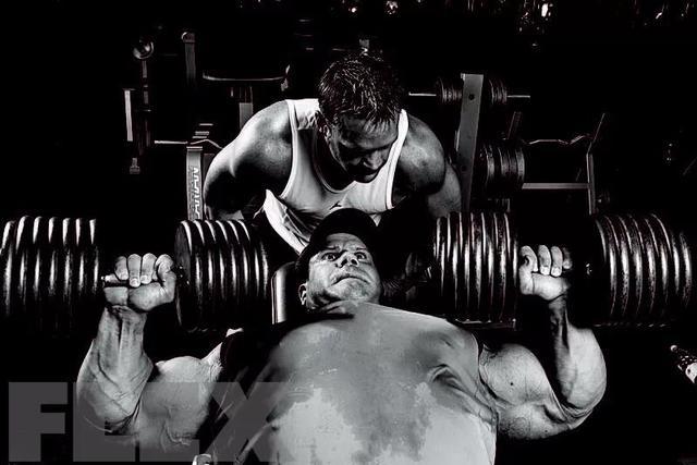"""怎样卧推才能让胸肌""""开挂增长""""?接招了"""