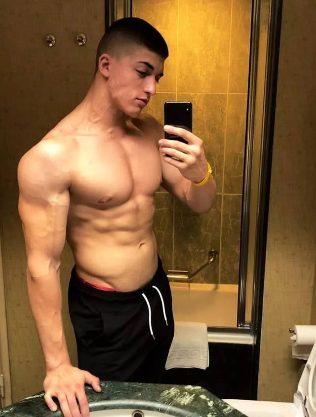 喜欢健身的男生很少有做头发的,为何他们那么喜欢板寸呢?