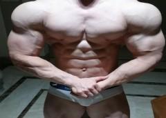 1998年出生的肌肉型男,麒麟臂健壮如牛,八块腹肌如雕刻
