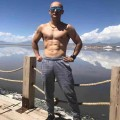 从大腹便便到八块腹肌,41岁油腻中年男成健身典范!