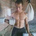 土味农民健身用自制水泥哑铃练出六块腹肌,在健身房的你不如他!