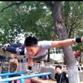 【健身故事】抖音单双杠健身小王子:都是跟公园大爷学的
