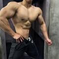 健身两年,16岁奶油小生变肌肉猛男