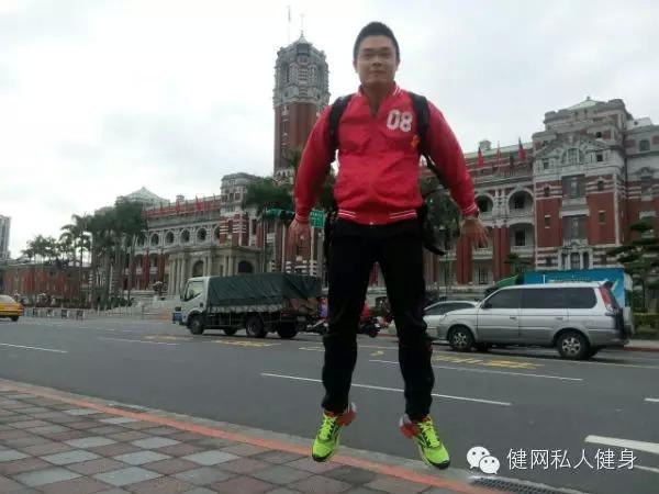 健网私教工作室新加盟教练李文宇个人风采展示 酷酷的肌肉小哥
