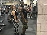 黑人小伙健身练出一身完美肌肉,迎娶白富美登上人生巅峰