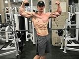 天生右胸肌缺失,他用8年时间健身练就一身肌肉!