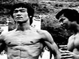 李小龙最屌炸天的腹肌训练绝技,学了你也能有六块