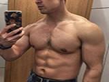 中美混血,健身四年,胸肌健壮麒麟臂发达,成实力肌霸