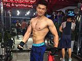 机车小哥晒性感照,健身4年减掉20斤,从微胖蜕变肌肉男神!