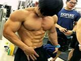 他24岁,湖南人,8块腹肌,人称小怪兽……