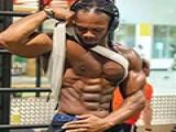 健身男神乌利塞斯不仅肌肉完美,更重要的他已经开始训练下一代了