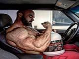 搞健美的肌肉男都是死肌肉,看着挺吓人其实一点都不实用?