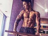 谁说黄种人不适合健身?中国小伙6年练出一身结实的肌肉
