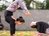 这几个瑜伽体式,每天半小时,摆脱脂肪,让你腰细腿直皮肤白