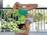 简单几式瑜伽动作 拉伸腰腹部缓解大肚腩形成