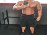 健身工作室保洁,胸肌发达麒麟臂健壮,满身肌肉超过大黑牛