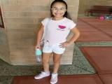 爱健身的小女孩,年仅9岁就能硬拉96斤的杠铃,让人眼界大开