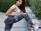 姑娘健身3年练出健美身材,其老公也是健身达人,主业是装修工人