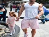 臂围55厘米的肌肉男,为陪伴妻女放弃健美,对此他从没后悔过!