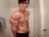 低体脂的肌肉男放弃健身还常吃快餐,半年后会变成什么样?