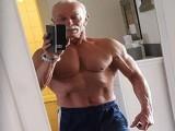 德国肌肉大爷,75岁高龄卧推190斤,真的是老当益壮!