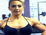 英国健美女孩,从微胖到强壮,靠一身肌肉收获自信!