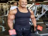 55岁老哥的肱二头肌不逊于巅峰施瓦辛格,已坚持健身35年!