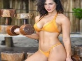 阳光沙滩、肌肉男女、满屏都是好肉体!这样的健身房,你想去吗?